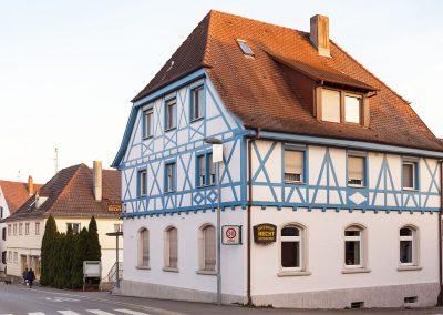 Referenz-Foto von Maler Fürderer: Fassade des Gasthofs Hecht